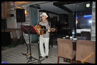 Aloha Cafe Bar- Bülent Soyubol-Enis Belli- Antalya TV- Muhabir Rüya Kürümoğlu (2)