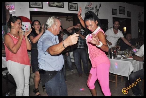 Kıbrıs Ada TV-  Tavukçu Show - Burhan Çapraz- Antalya TV- Muhabir Rüya Kürümoğlu- Prens Boran (54)