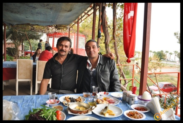 Balıkçım Hasan Sedat Elmas,   Efsane Köy Kahvaltısı Fasıl Restaurant'da Kahvaltı Keyfinde