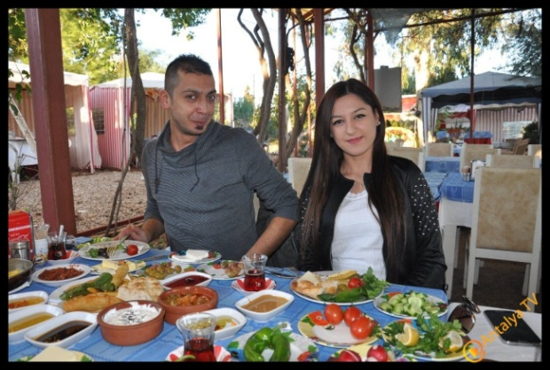 Aqua Ajans Evren Yılmaz,  Efsane Köy Kahvaltısı Fasıl Restaurant'da Kahvaltı Keyfinde