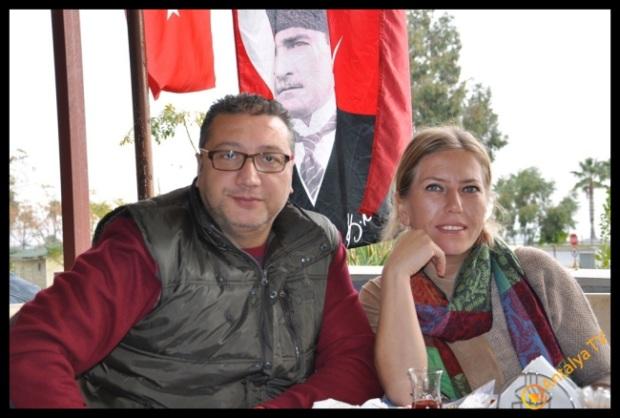 Halkçı TV Cevdet Dönmez ve eşi Tülay Dönmez, Efsane Köy Kahvaltısı Fasıl Restaurant 'da Kahvaltı Keyfinde