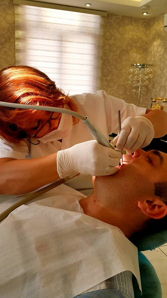 alanya diş hekimi alanya implant alanya dentist in alanya enise arzun (1)