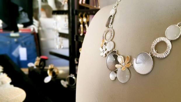 B & G Boutique Antalya - 0242 2295999 antalya takı mağazaları saat küpe yüzük kemer çanta modelleri (1)