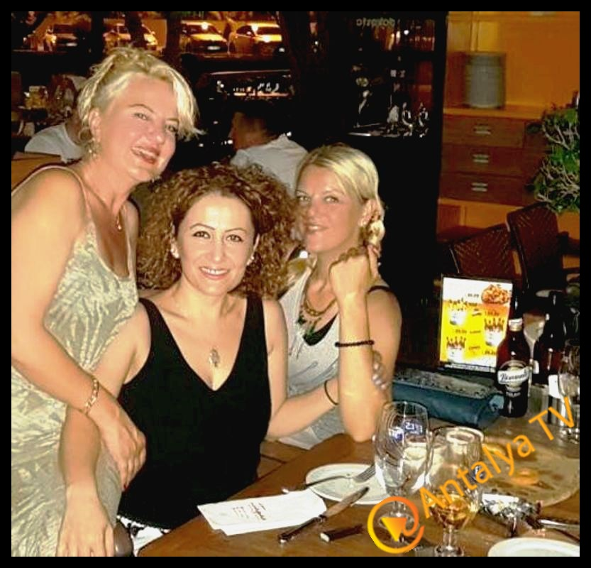 Esse Güzellik Solunu işletme sahibi Sema Gülhatun ve Yaşam Koçu Nuray Şahin, Tapas Cafe Bistro da