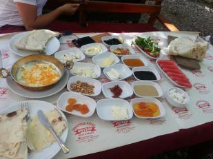 antalya kemer ulupınar en iyi restaurant kahvaltı yarıkpınar meydan restaurant (28)