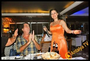 İzz Et Balık Restaurant'ta Solist Ali Yüksel