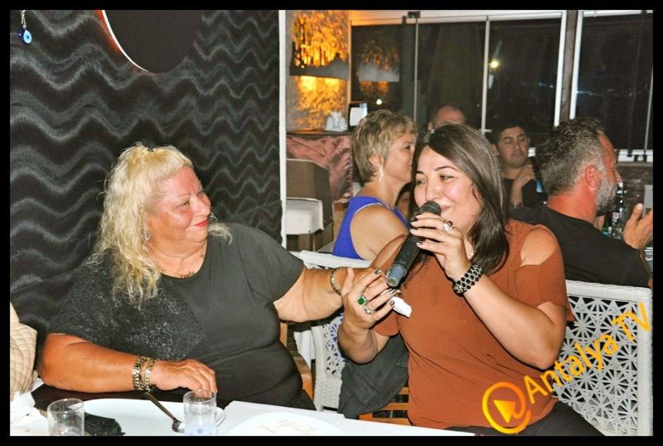 İzz Et Balık Restaurant'ta Solist Fatma Uçar