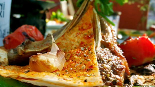 meselik-restoran-antalya-raki-balik-zengin-meze-cesitleri-alkollu-restaurantlar-serpme-kahvalti-21